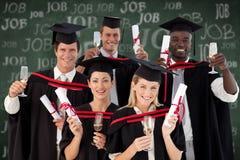 Imagem composta do grupo de pessoas que gradua-se da faculdade fotos de stock