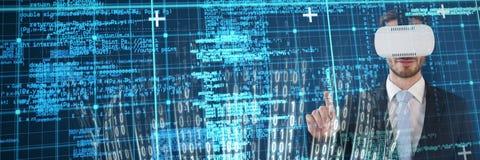 Imagem composta do homem de negócios em vidros vestindo do vr do terno Imagens de Stock