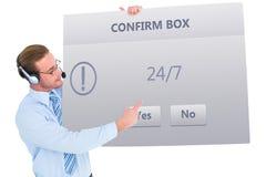 Imagem composta do homem de negócios que apresenta auriculares vestindo do cartão Imagem de Stock Royalty Free