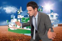 A imagem composta do homem de negócios que levanta com distribui Imagem de Stock