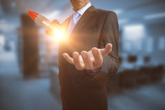 Imagem composta do homem de negócios que mostra sua mão vazia 3D Fotos de Stock