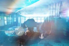 Imagem composta do homem de sorriso que usa vidros da realidade virtual ao gesticular Foto de Stock Royalty Free