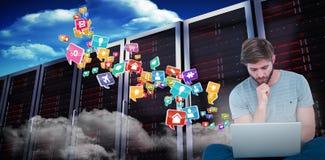 Imagem composta do homem novo pensativo com mão no queixo ao guardar o portátil 3d Foto de Stock