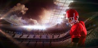 Imagem composta do jogador de futebol americano concentrado foto de stock