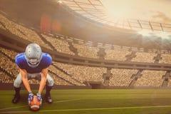 Imagem composta do jogador de futebol americano que coloca a bola 3d Fotos de Stock