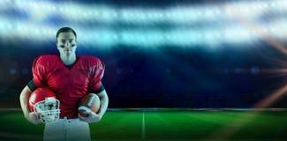 Imagem composta do jogador de futebol americano que guarda o capacete imagem de stock royalty free
