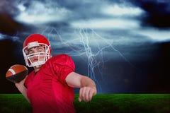 Imagem composta do jogador de futebol americano que joga uma bola Imagens de Stock