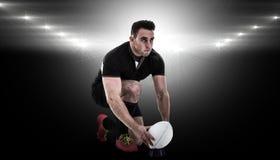 Imagem composta do jogador do rugby que prepara-se para retroceder a bola Imagens de Stock Royalty Free