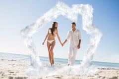 Imagem composta do louro bonito que guarda as mãos com noivo considerável Imagens de Stock Royalty Free