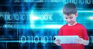 Imagem composta do menino ereto que usa a tabuleta imagem de stock