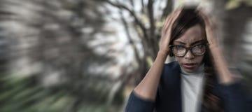 Imagem composta do retrato da mulher de negócios que sofre da dor de cabeça imagem de stock royalty free