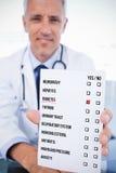Imagem composta do retrato de um doutor masculino que mostra uma folha vazia da prescrição foto de stock royalty free