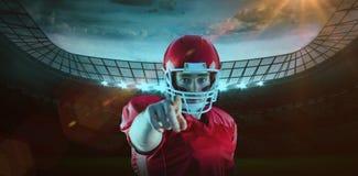 Imagem composta do retrato do jogador de futebol americano que aponta à câmera fotografia de stock