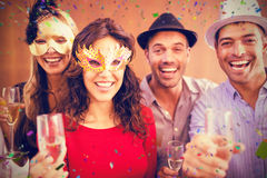 Imagem composta do retrato dos amigos que guardam vidros do champanhe ao rir foto de stock
