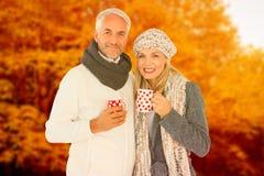 Imagem composta do retrato dos pares felizes que bebem o café quente foto de stock royalty free