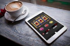 Imagem composta do slot machine app com sinais de dólar na exposição móvel Imagem de Stock Royalty Free