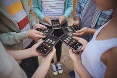 Imagem composta do slot machine com números e do texto na tela móvel Foto de Stock Royalty Free