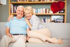 Imagem composta dos corações superiores 3d dos pares e dos Valentim Imagens de Stock Royalty Free