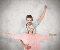 Imagem composta dos pares atrativos que sorriem e que cheering imagens de stock royalty free