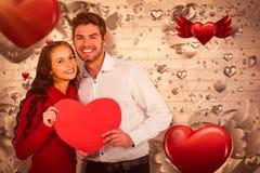 Imagem composta dos pares felizes que guardam o coração de papel 3d Imagens de Stock
