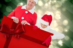 Imagem composta dos pares festivos que mostram o cartaz Imagem de Stock