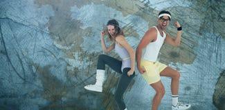 Imagem composta dos pares geeky do moderno que levantam no sportswear foto de stock