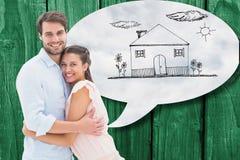 Imagem composta dos pares novos atrativos que abraçam e que sorriem na câmera Imagem de Stock