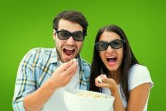 Imagem composta dos pares novos atrativos que olham um filme 3d Foto de Stock