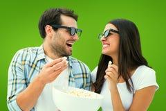 Imagem composta dos pares novos atrativos que olham um filme 3d Imagem de Stock