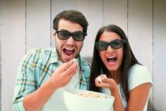 Imagem composta dos pares novos atrativos que olham um filme 3d Imagens de Stock Royalty Free