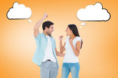 Imagem composta dos pares ocasionais felizes que cheering junto imagem de stock royalty free