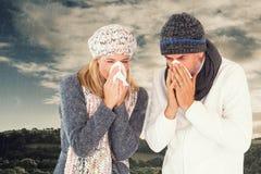 Imagem composta dos pares que espirram no tecido foto de stock
