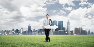 Imagem conceptual do homem de negócios que aponta de lado foto de stock royalty free