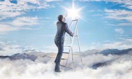 Imagem conceptual do homem de negócios que consegue um sucesso Imagem de Stock Royalty Free
