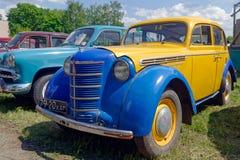 Imagem conservada em estoque automobilístico do vintage de Moskvich 401 Imagem de Stock