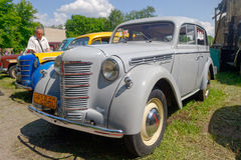 Imagem conservada em estoque automobilístico do vintage de Moskvich 401 Fotografia de Stock
