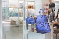 Imagem conservada em estoque de bolsas do couro do treinador na exposição Imagem de Stock Royalty Free