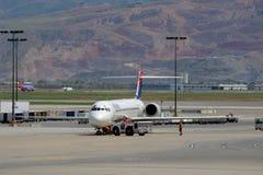Imagem conservada em estoque de um airoplane no aeroporto Imagem de Stock
