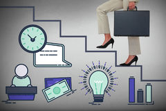 Imagem 3d composta da baixa seção de etapas de escalada da mulher de negócios com pasta Foto de Stock