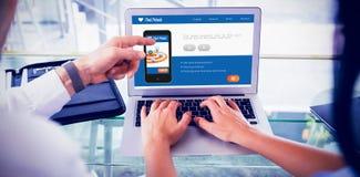 Imagem 3d composta da imagem digital do telefone celular com ícones na tela Foto de Stock Royalty Free