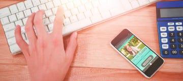 Imagem 3d composta da imagem digitalmente gerada da relação do ensino eletrónico na tela Fotografia de Stock