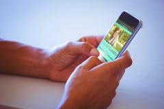 Imagem 3d composta da imagem digitalmente gerada da relação do ensino eletrónico na tela Fotos de Stock