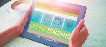 Imagem 3d composta da imagem do gráfico de computador da relação do ensino eletrónico na tela Foto de Stock