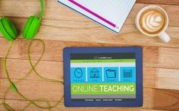 Imagem 3d composta da imagem do gráfico de computador da relação do ensino eletrónico na tela Foto de Stock Royalty Free