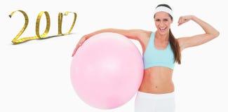 imagem 3D composta da mulher alegre do ajuste que dobra os músculos com bola da aptidão Imagens de Stock Royalty Free