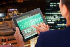 Imagem 3d composta da mulher de negócios que trabalha na tabuleta digital sobre o fundo branco Imagens de Stock Royalty Free