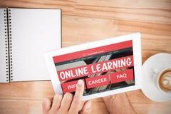 Imagem 3d composta de imagem gerada por computador da relação do ensino eletrónico na tela Imagem de Stock Royalty Free