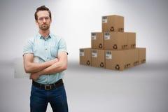 Imagem 3d composta do gerente sério do armazém que está com os braços cruzados Foto de Stock Royalty Free
