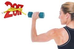 imagem 3D composta do halterofilista fêmea que guarda um peso azul Imagens de Stock Royalty Free