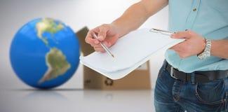 Imagem 3d composta do homem de entrega com prancheta que pede a assinatura Imagem de Stock Royalty Free
